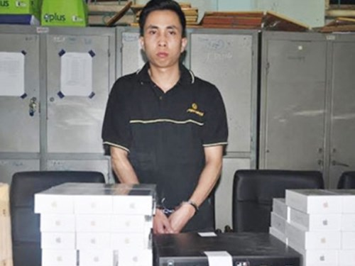 Nguyễn Hùng Cường cùng tang vật vụ án