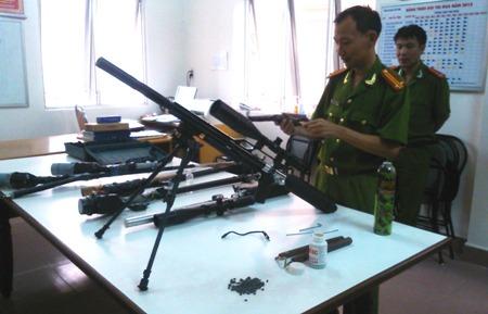 Trong những tin tức pháp luật mới nhất hôm nay có vụ phát hiện hàng loạt vụ tàng trữ vũ khí trái phép ở Lâm Đồng