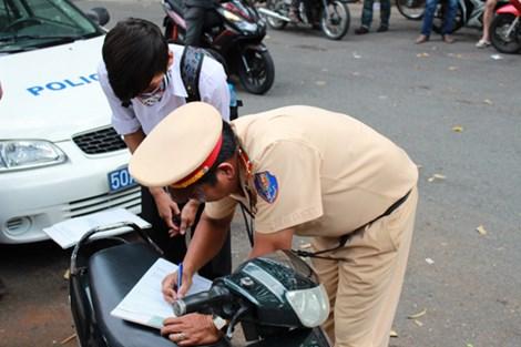 Những tin pháp luật 24h qua đề cập đến vụ TP.HCM 'siết' xe hai bánh không đảm bảo an toàn