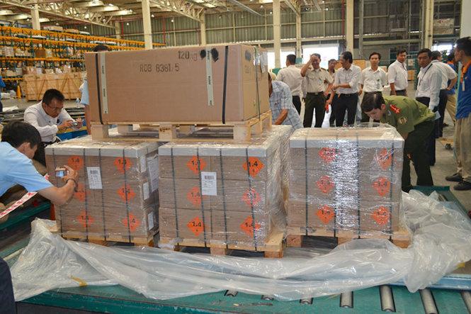 Những tin tức pháp luật online mới nhất trong ngày đề cập đến vụ phát hiện 144.000 viên đạn nổ nhập khẩu qua sân bay Tân Sơn Nhất