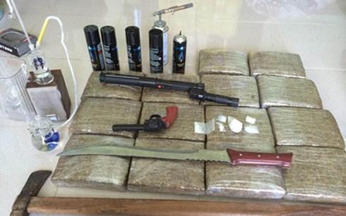 Trong những tin pháp luật 24h qua có vụ triệt phá 'đại lý' ma túy khủng trang bị vũ khí, camera cảnh giới ở Huế