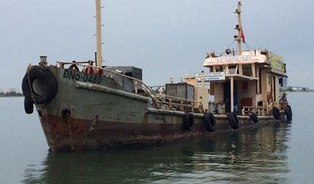 Những tin pháp luật mới nhất hôm nay đề cập đến vụ cảnh sát biển bắt giữ tàu chở 30.000 lít dầu lậu