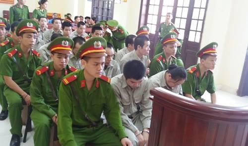 Xét xử nhóm người mua bán hơn 100 bánh heroin ở Lạng Sơn là một trong những tin pháp luật 24h qua
