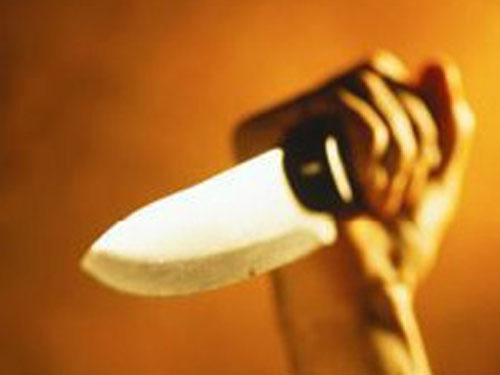 Vụ tên trộm tự cứa vào cổ khi bị bắt được nhắc đến trong những tin tức pháp luật mới nhất hôm nay