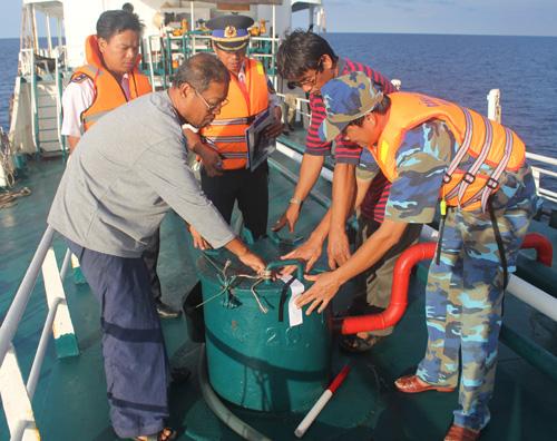 Những tin pháp luật mới nhất hôm nay đề cập đến vụ cảnh sát biển Việt Nam bắt tàu Thái Lan bán dầu lậu