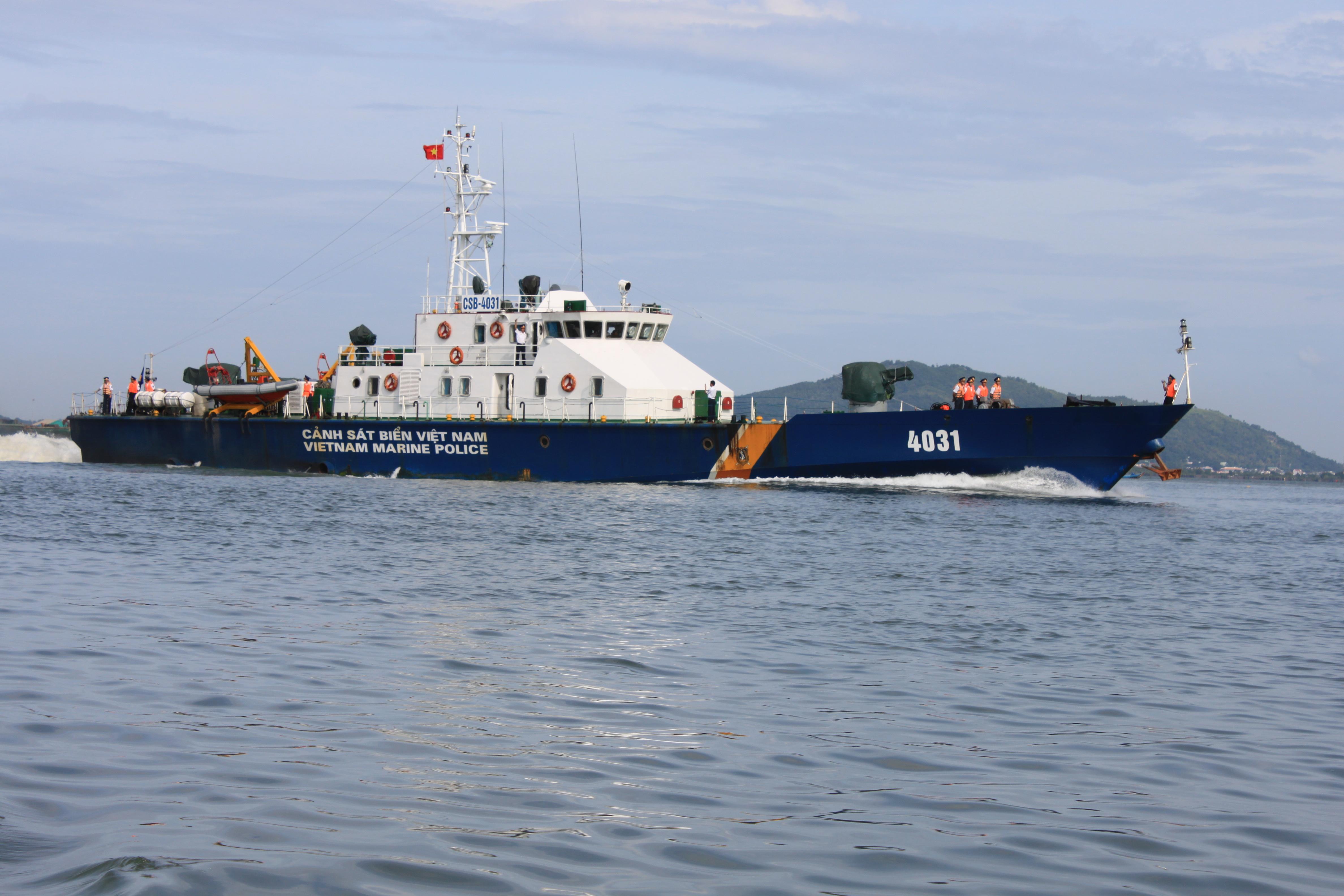 Cảnh sát biển Việt Nam đã bắt giữ một con tàu biển chở 20.000 tấn dầu lậu là tin tức pháp luật mới nhất trong ngày 26/4