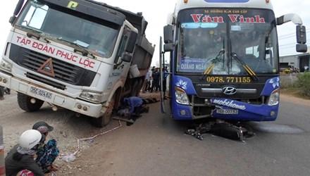 Tin tức tai nạn giao thông mới nhất va vào xe khách, hai thanh niên tử nạn