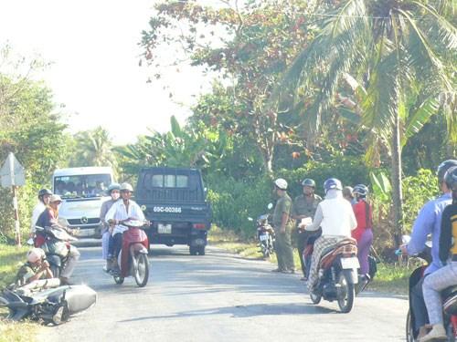 Tin tức tai nạn giao thông mới nhất, người dân vây bắt ô tô gây tai nạn