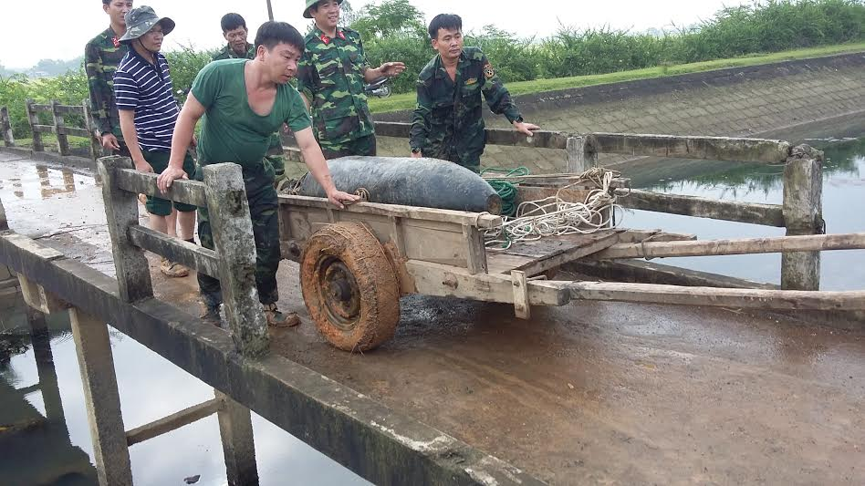 tin tức thời sự 24h ngày 25/5 đề cập đến vụ kinh hãi thấy bom nặng 340kg nằm 'chình ình'