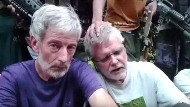 tin tức thời sự 24h ngày 26/4 đề cập đến việc John Ridsdel (phải) trong video đòi tiền chuộc của phiến quân