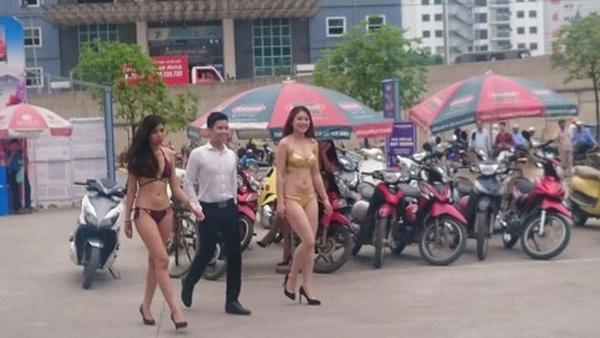 tin tức thời sự 24h ngày 29/4 đề cập đến việc phản hồi bất ngờ về nhân viên mặc bikini tiếp thị bán hàng