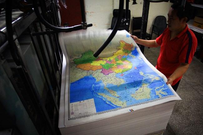"""Trung Quốc đã nhiều lần phát hành bản đồ """"nuốt trọn biển Đông"""""""