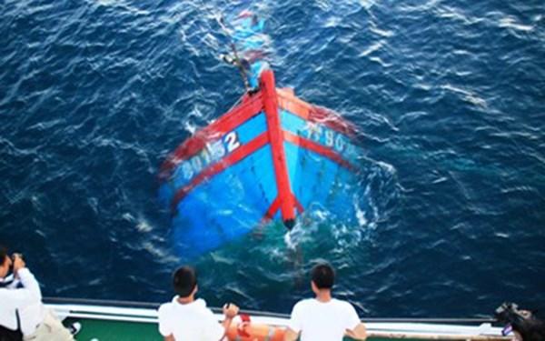Tình hình Biển Đông hôm nay: Tàu Trung Quốc đâm chìm tàu cá Việt Nam khiến dư luận quốc tế phẫn nộ