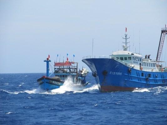 Tàu Trung Quốc nhiều lần có hành vi đe dọa, rượt đuổi, tấn công tàu Việt Nam trên Biển Đông