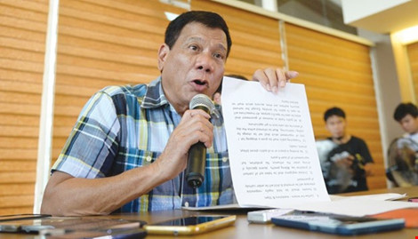 Tổng thống đắc cử Philippines Rodrigo Duterte trao đổi với báo chí về tình hình Biển Đông hiện nay vào ngày 16/5 tại TP Davao