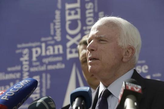 Chủ tịch Ủy ban Quân vụ Thượng viện Mỹ John McCain cho rằng việc Mỹ không tuần tra Biển Đông là một sai lầm