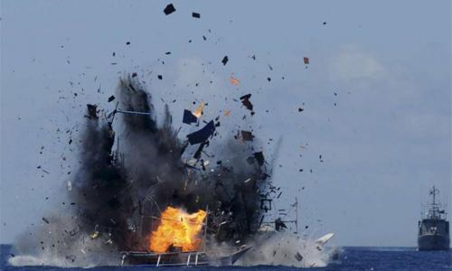 Indonesia cho nổ tung tàu cá nước ngoài hoạt động trái phép tại vùng biển giáp Biển Đông hồi năm 2015