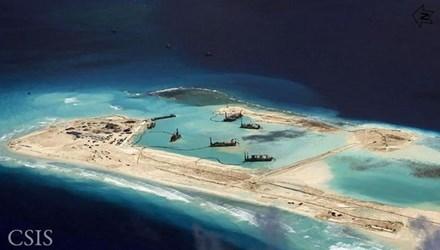 Trước đó vài ngày, Đô đốc Mỹ Harry Harris cảnh báo việc Trung Quốc xây dựng 3 đường băng lớn ở quần đảo Trường Sa thuộc Biển Đông Việt Nam