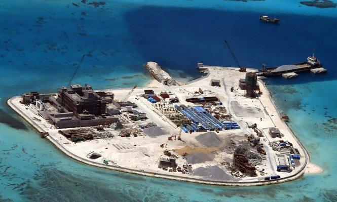 Đáp lại, Trung Quốc tuyên bố sẽ 'đáp trả' nếu Mỹ tuần tra quanh các đảo nhân tạo của Bắc Kinh ở Biển Đông