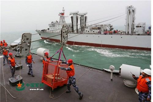 Hạm đội Nam Hải tập tiếp tế hậu cần ở Biển Đông