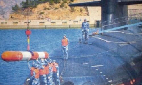 Trung Quốc lộ ảnh lắp ngư lôi cho tàu ngầm hạt nhân mới nhất giữa lúc tình hình Biển Đông căng thẳng