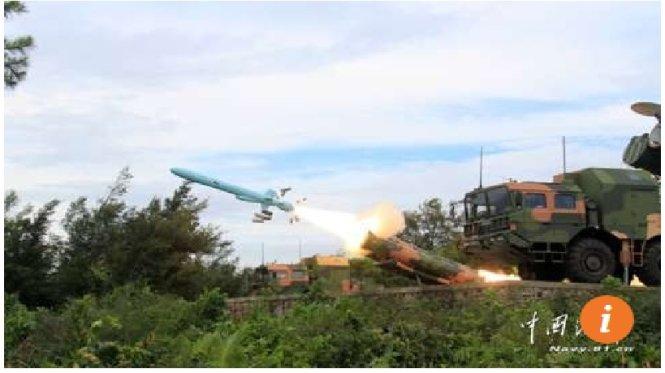 Hình ảnh tên lửa chống hạm YJ-62 được phóng từ một địa điểm được cho là trên đảo Phú Lâm thuộc quần đảo Hoàng Sa của Biển Đông Việt Nam