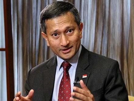 Trong khi đó, Ngoại trưởng Singapore Vivian Balakrishnan nhấn mạnh việc sử dụng pháp trị ở Biển Đông