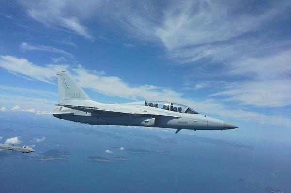 Cũng trong thời gian này, Philippines đã tiếp nhận 2 chiến đấu cơ mới để tăng cường tuần tra Biển Đông