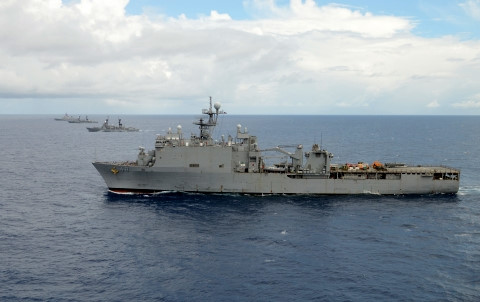Trước những diễn biến của tình hình Biển Đông hiện nay, Hải quân Mỹ tích cực điều tàu khu trục, tàu đổ bộ tới tuần tra Biển Đông