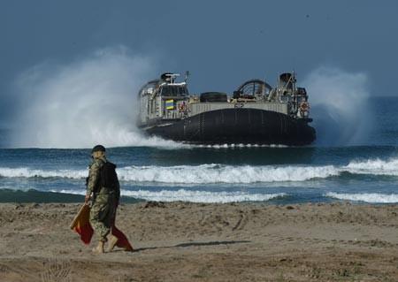 Bên cạnh việc điều động quân, truyền thông nước ngoài khẳng định Mỹ sẽ triển khai thêm vũ khí quân sự tới khu vực Biển Đông