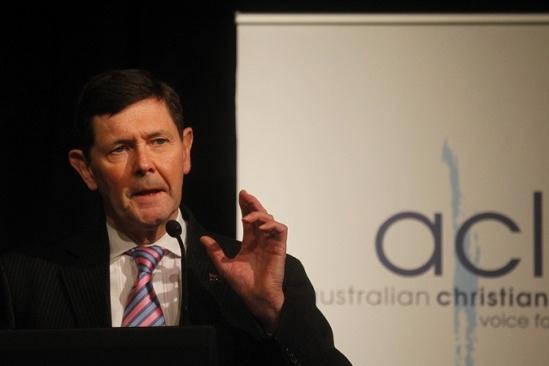 Bộ trưởng Quốc phòng Australia Kevin Andrews đã nhiều lần tỏ ý quan ngại về tình hình Biển Đông hiện nay