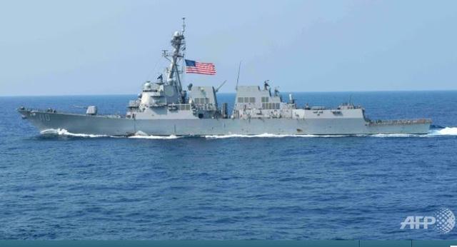 Tàu khu trục USS William P. Lawrence của Mỹ tuần tra ở Biển Đông