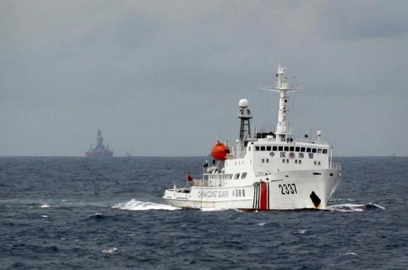 Tàu Trung Quốc lởn vởn quanh giàn khoan Hải Dương 981 trên Biển Đông Việt Nam hồi tháng 6/2014