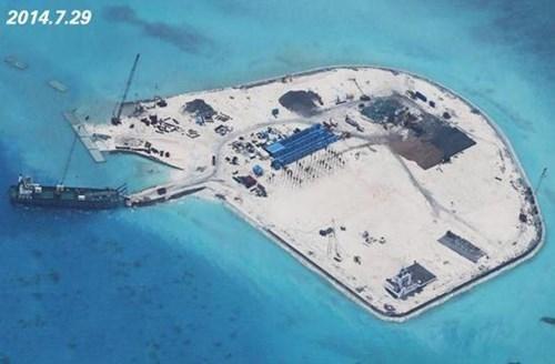 Trung Quốc đang xây đảo nhân tạo trái phép ở ít nhất 5 bãi đá thuộc quần đảo Trường Sa của Biển Đông Việt Nam
