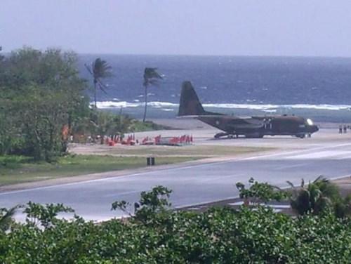 Máy bay vận tải C-130 Quân đội Đài Loan tiếp tế  cho đảo Ba Bình trên Biển Đông