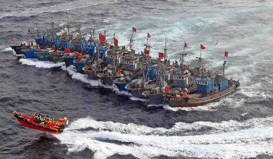 Tàu đánh cá Trung Quốc nhiều lần ồ ạt tràn ra Biển Đông