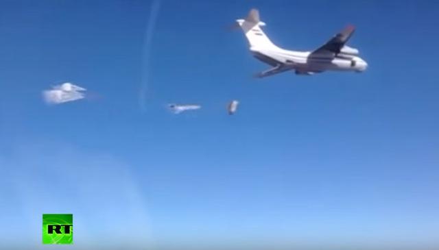 Tình hình chiến sự Syria mới nhất ngày 21/1/2016 đưa tin Máy bay Nga thả 40 tấn hàng viện trợ cho người dân Syria