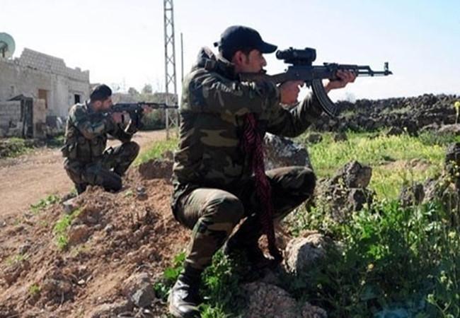 Binh sĩ Syria tham gia chiến đấu trên chiến trường khu trang trại Mallah, Aleppo, theo tình hình chiến sự Syria mới nhất