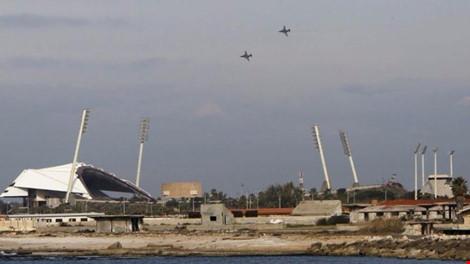 Máy bay Nga bay trên bầu trời TP Latakia, Syria, theo tình hình chiến sự Syria mới nhất