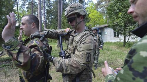 Tình hình Ukraine mới nhất cho biết Mỹ cung cấp vũ khí sát thương cho Ukraine để hút Nga ra khỏi Syria