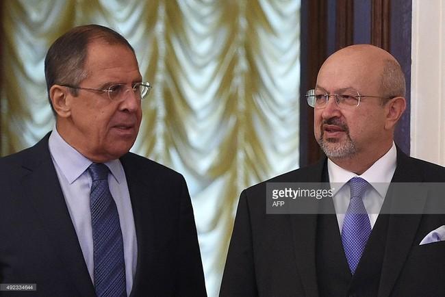 Ngoại trưởng Nga Sergei Lavrov (trái) và Tổng thư ký Tổ chức an ninh và Hợp tác châu Âu OSCE Lamberto Zannier.