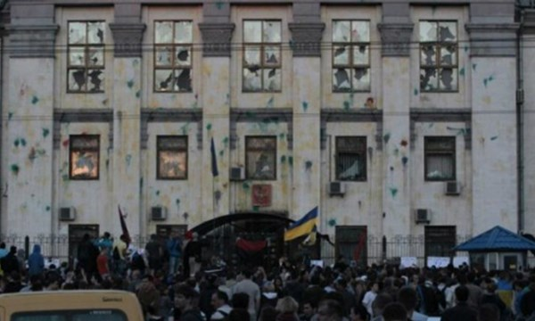 Thành phần quá khích tại Ukraine tấn công lãnh sự quán Nga tại Kharkiv