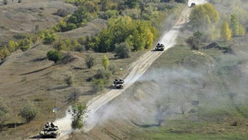 Kiev rút xe tăng khỏi miền Đông Ukraine