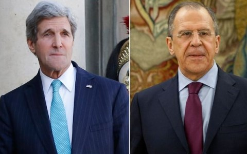 Ngoại trưởng Mỹ John Kerry (trái) và người đồng cấp Nga Lavrov
