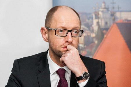 Cuộc bỏ phiếu bất tín nhiệm trong Quốc hội nhằm phế truất Thủ tướng Arseniy Yatsenyuk đã thất bại