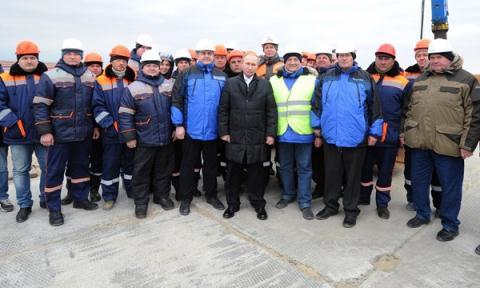 Tình hình Ukraine mới nhất cho biết Nga đẩy mạnh xây cầu nối liền Nga-Crimea
