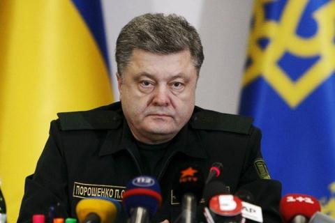 Tổng thống Ukraine Petro Poroshenko đang vấp phải chỉ trích của cả Nga và phương Tây