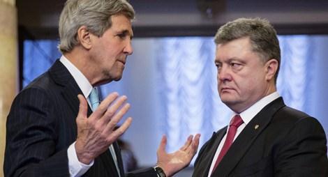 Ngoại trưởng Mỹ John Kerry và Tổng thống Ukraine Petro Poroshenko