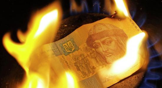 Một đồng Hryvnia (tiền Ukraine) đang cháy