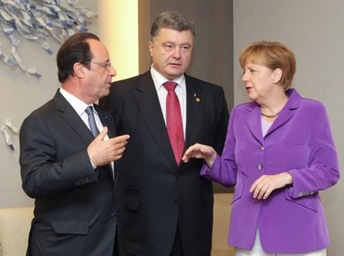 Thủ tướng Đức Angela Merkel thảo luận ở Berlin với Tổng thống Pháp Francois Hollande và Tổng thống Ukraine Petro Poroshenko